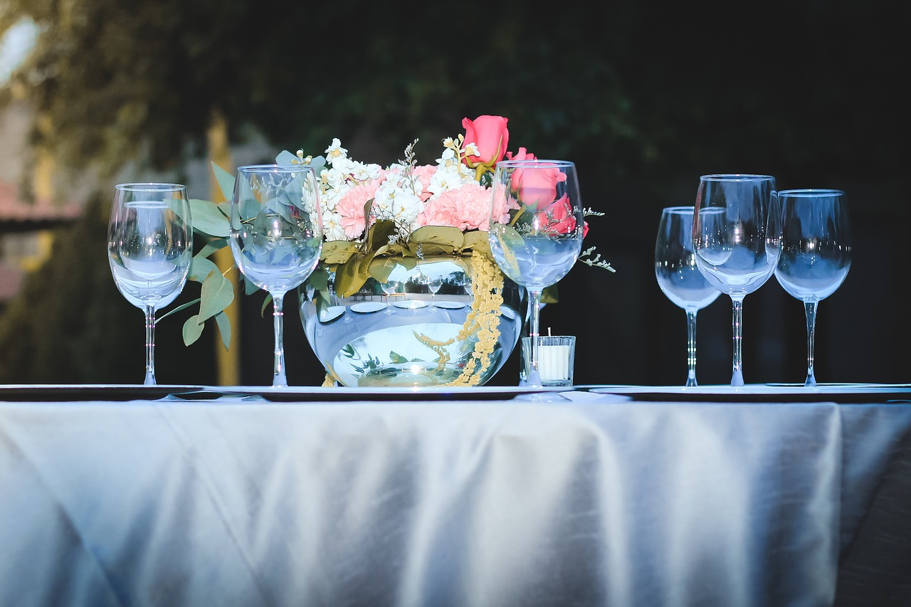 Ślub i przyjęcie weselne w plenerze