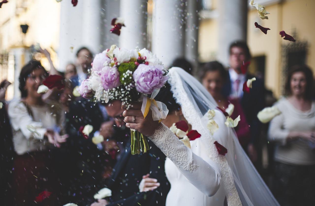 Co brać pod uwagę, wybierając salę weselną?