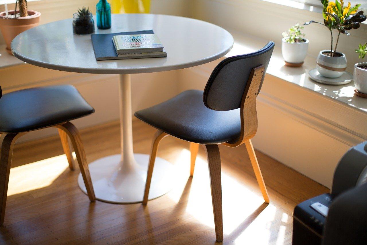 Jak dobrać meble do biura?